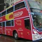O novo ônibus de turismo na cidade de São Paulo