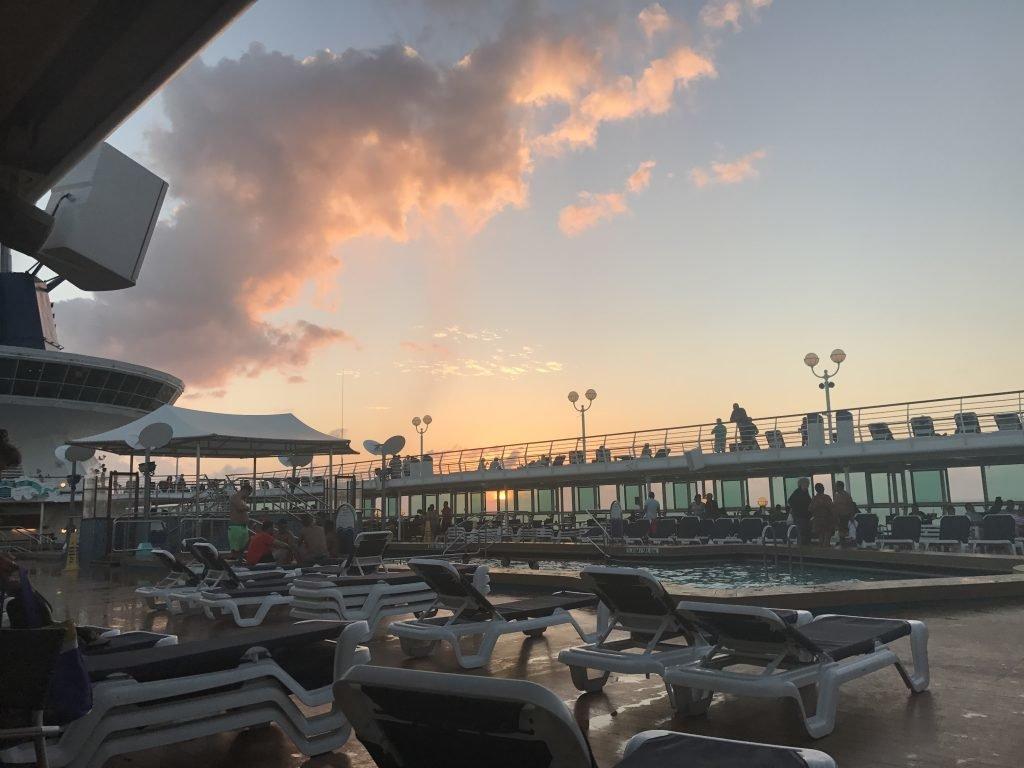 Por do sol durante a travessia - navio Monarch, Pullmantur