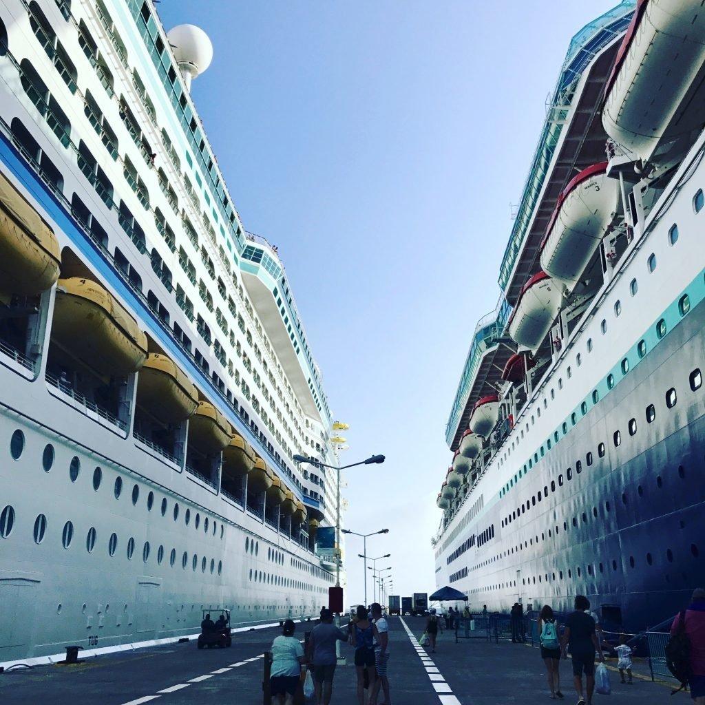 Navios em paradas durante a viagem