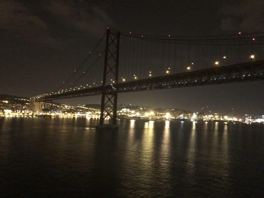 passeios indispensáveis em Lisboa - Ponte 25 de abril - Lisboa
