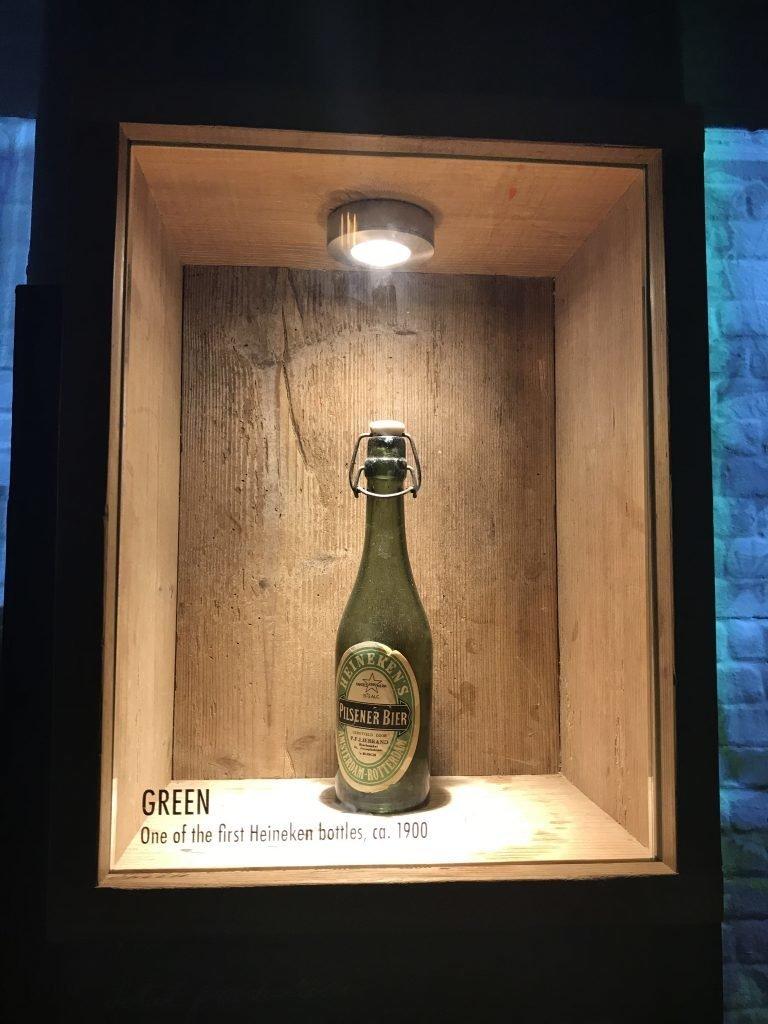 Primeira garrafa de cerveja Heineken