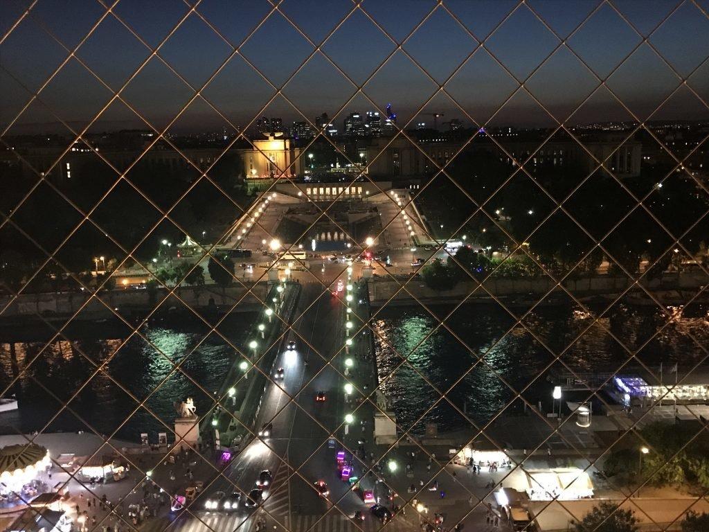 Vista de Paris a noite - 1º andar da Torre Eiffel