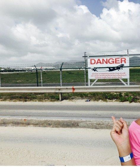Maho Beach - aviso de perigo - Danger