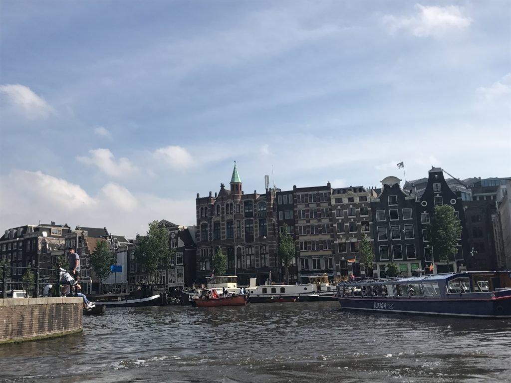 Cruzeiro pelos canais de Amsterdam