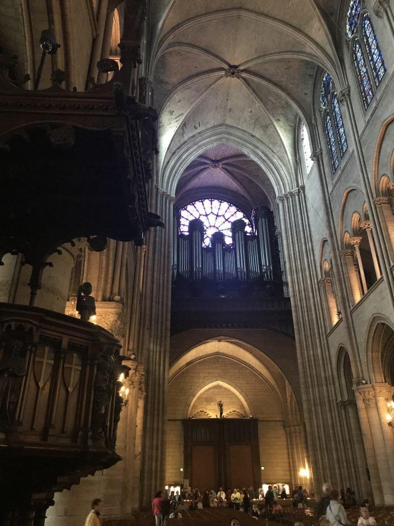 a belezura do órgão - interior da Catedral de Notre Dame
