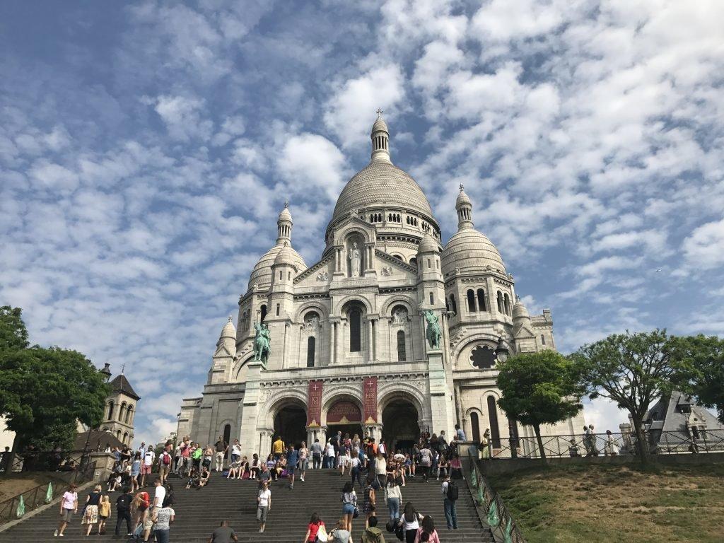 Sacre Coeur no bairro de Montmartre
