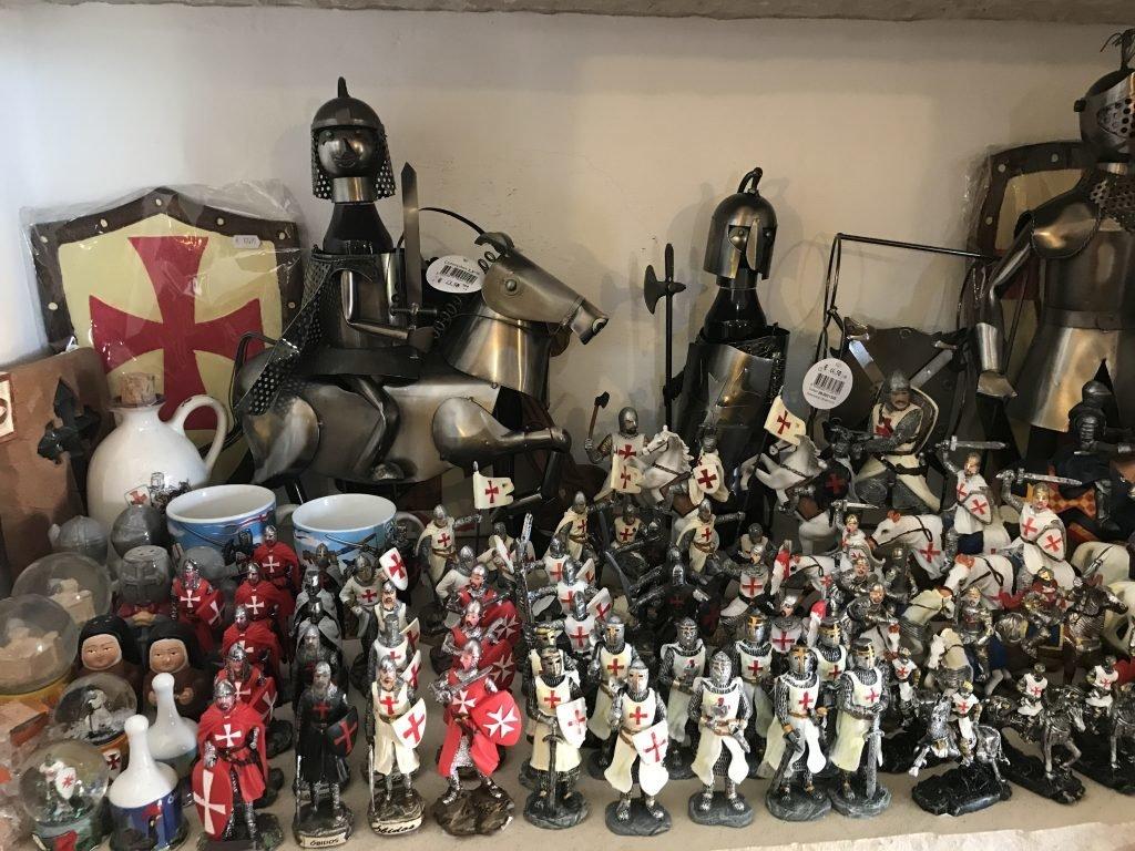 Gifts medievais a venda em Óbidos