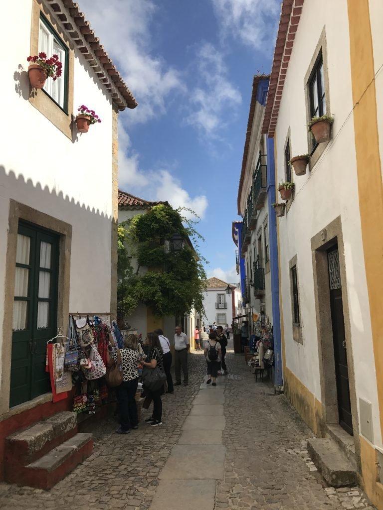 Ruelas charmosas e estreitas em Óbidos