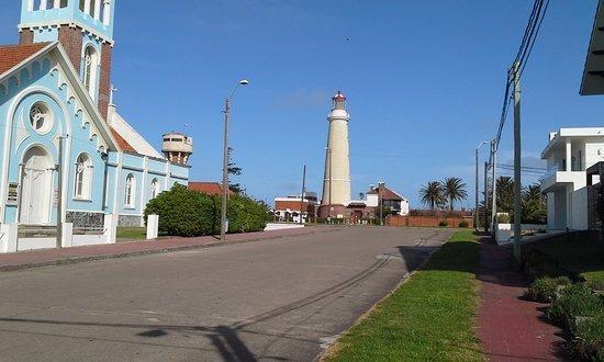 Farol e igreja em Punta del Este