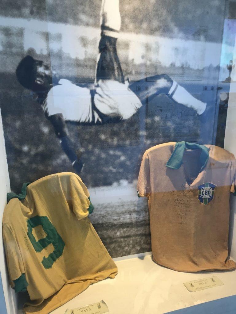 Museu do Futebol em Montevideu - camisa autografada pelo Pelé