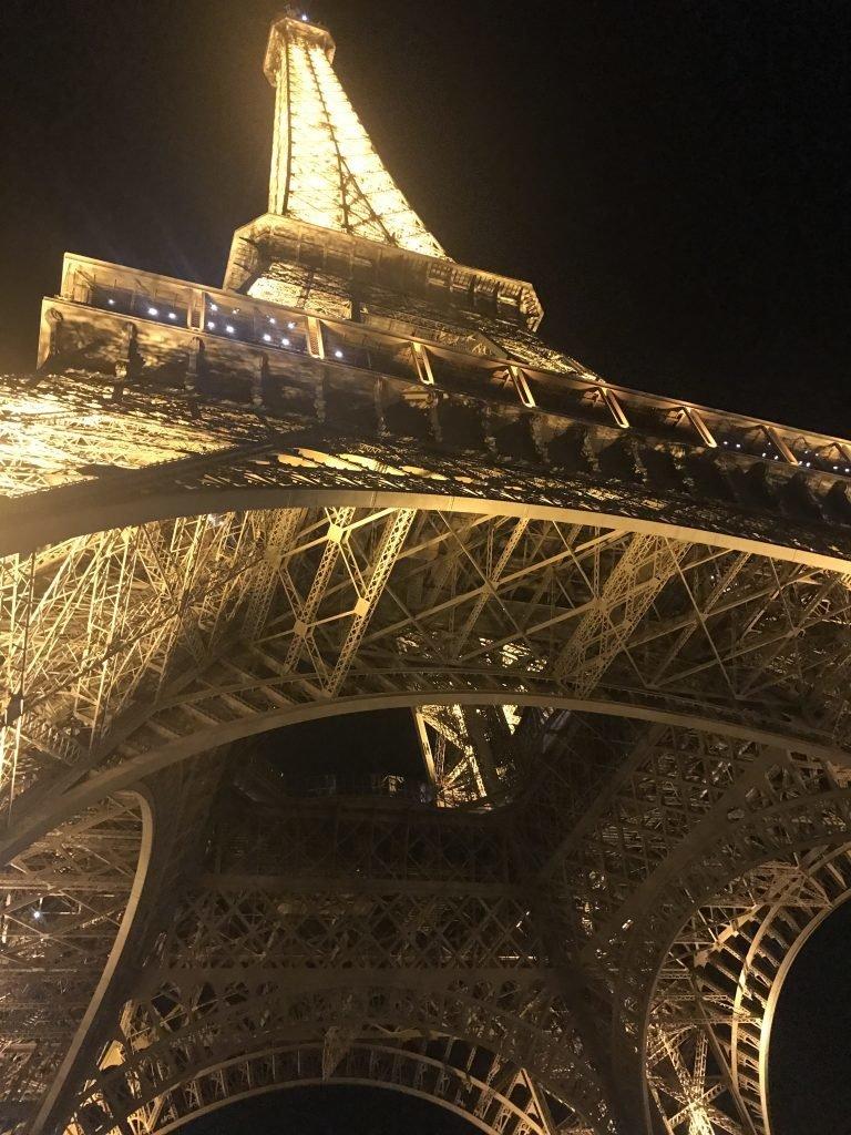 Torre iluminada - Paris