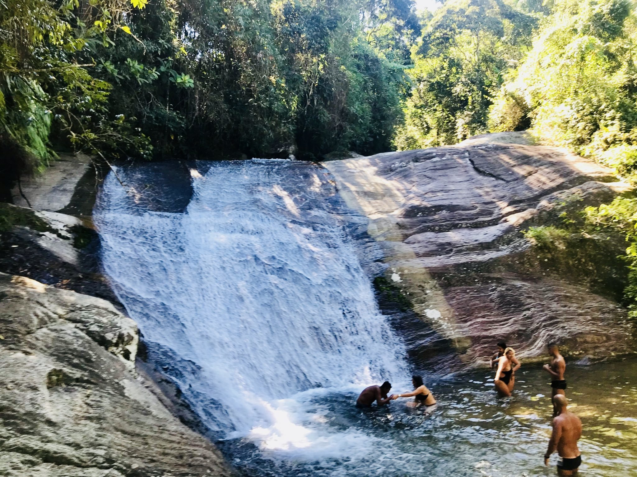 Os passeios refrescantes nas Cachoeiras de Penedo
