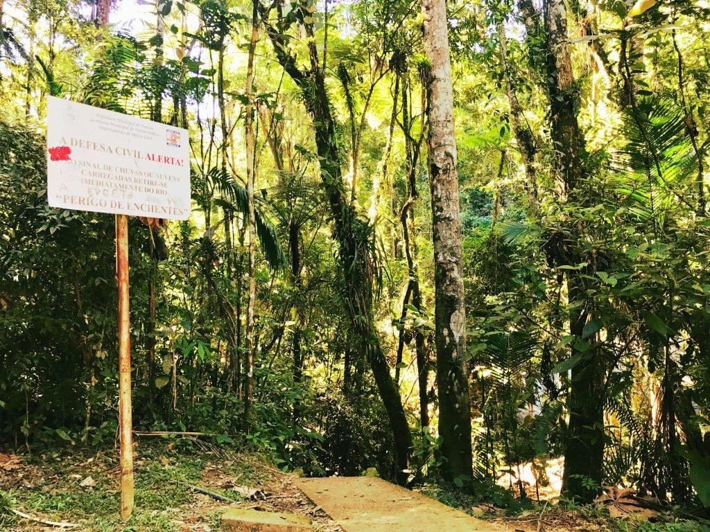 Início da trilha para o Poço das Esmeraldas