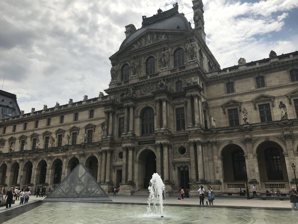 conhecendo o Museu do Louvre - Paris