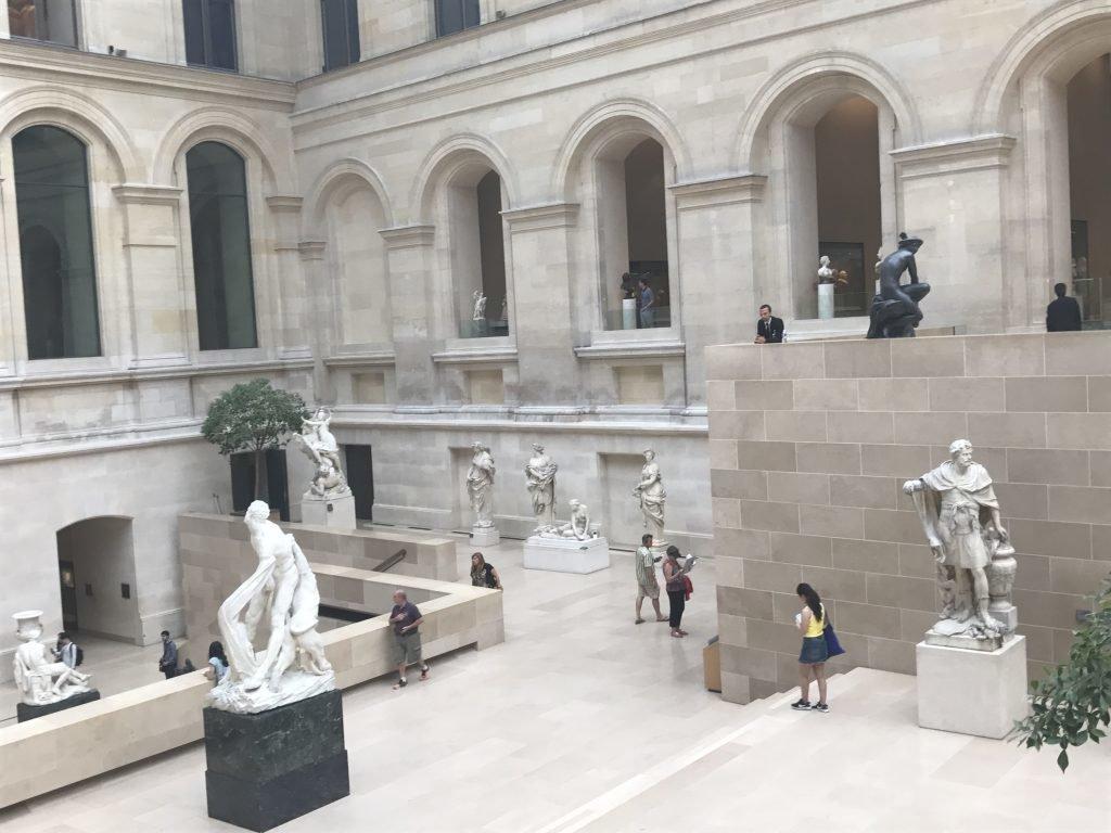 esculturas no louvre