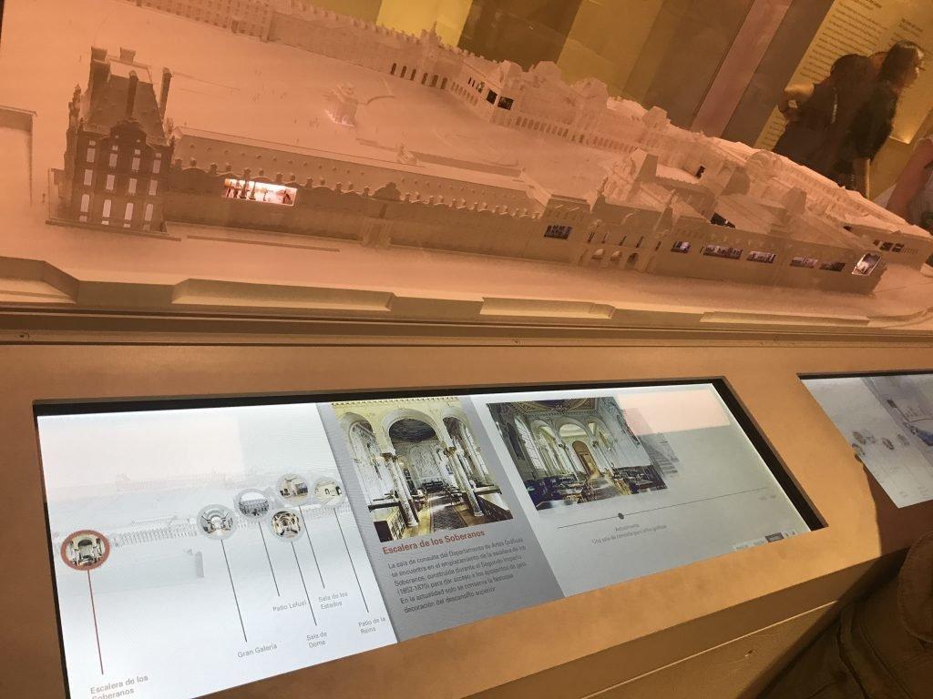 maquete interativa - conhecendo o museu do louvre