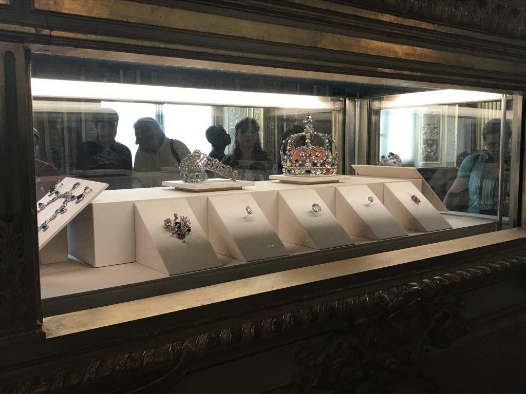 Conhecendo o museu do louvre - jóias e coroas reais