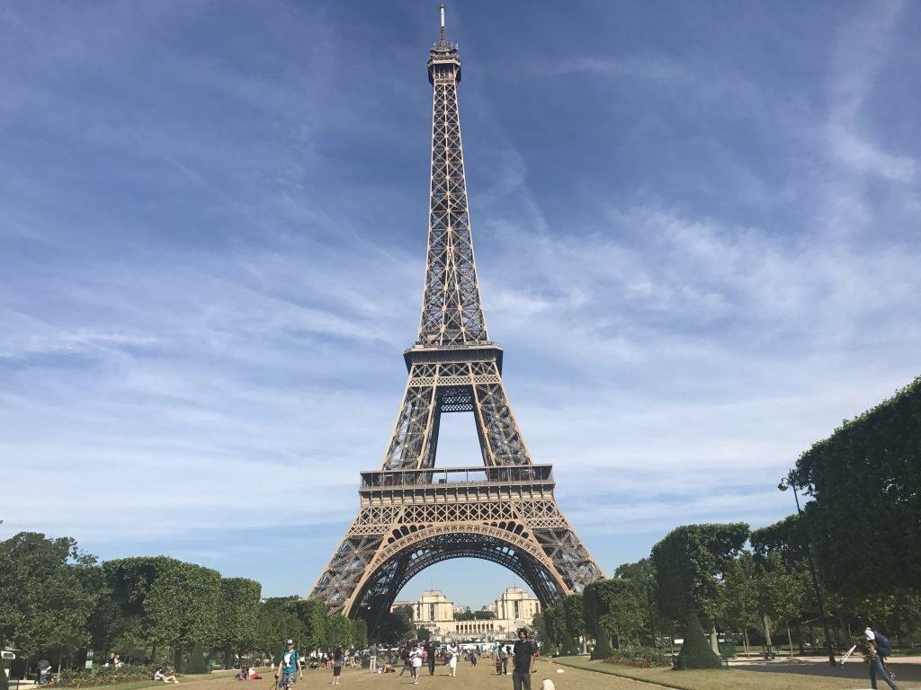 Torre Eiffel - Paris - autorização para entrar na Europa