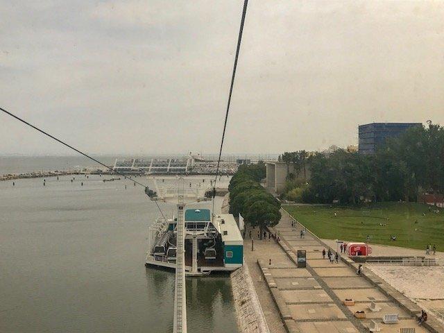 Vista do teleférico no Parque das Nações em Lisboa