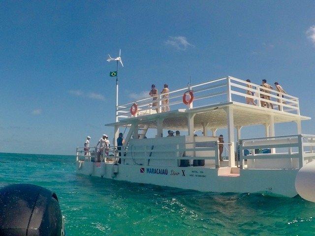 ponto de apoio no mar - mergulho nos Parrachos de Maracajaú