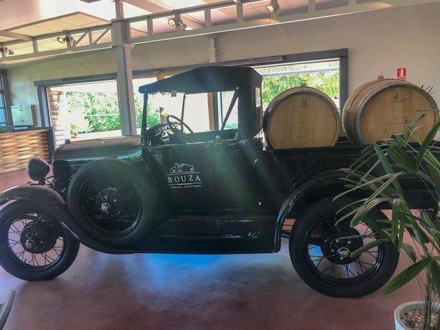 carros antigos na vinícola Bouza