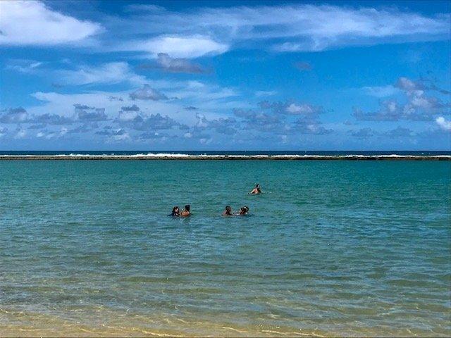 Praia Da Gamboa E Os Arrecifes