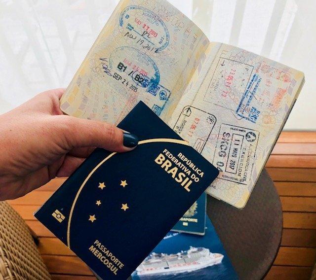 Carimbo No Passaporte Na Viagem De Navio