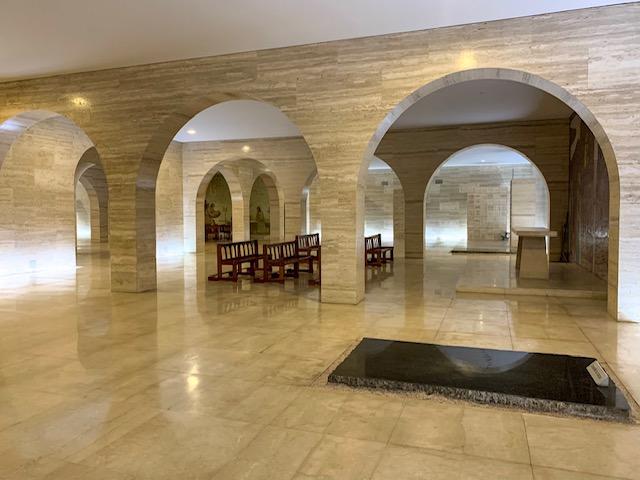 salao de marmore e uma das capelas obelisco