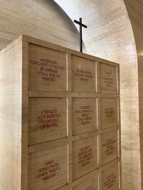urnas funerarias no mausoleu de 32