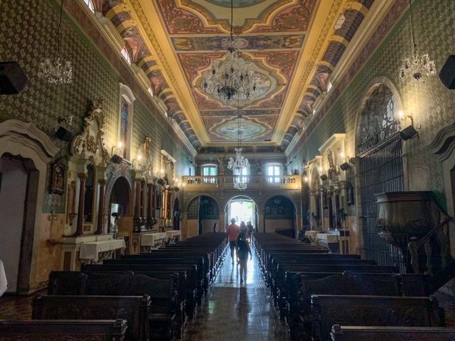 vista do santuario do altar para a entrada