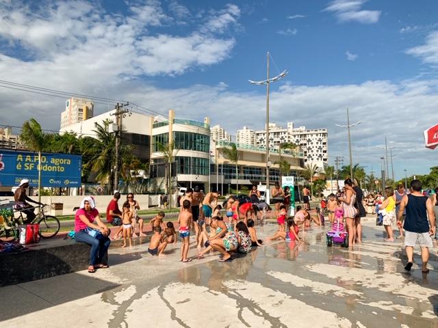 fonte na ponta da praia em Santos